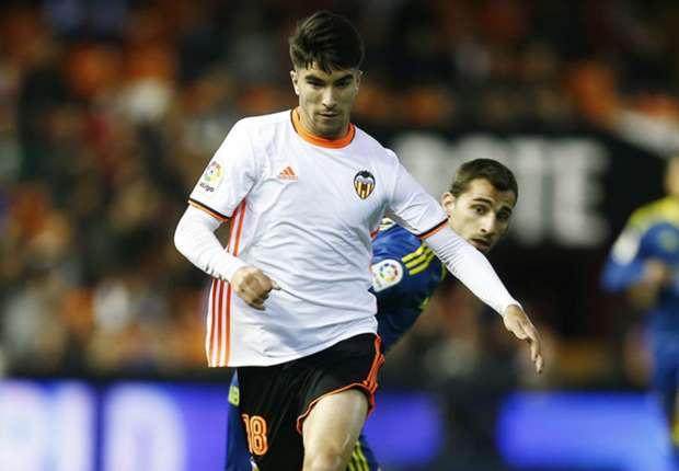 Jadi Incaran Manchester United, Carlos Soler Lebih Pilih Perpanjang Kontrak Di Valencia