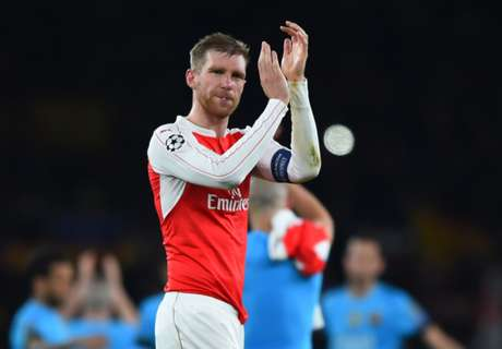 Mertesacker Absen Tur Arsenal