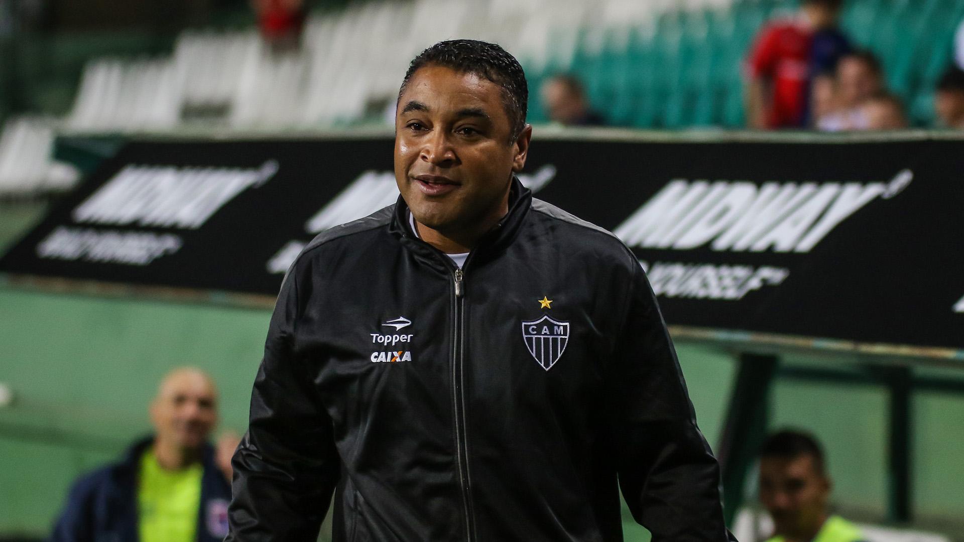 Roger Machado revela admiração por Valdívia, novo reforço do Atlético-MG