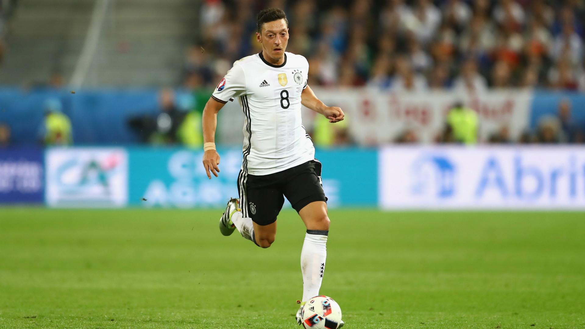 エジル、ファン投票でドイツ代表のユーロ最優秀選手に選出