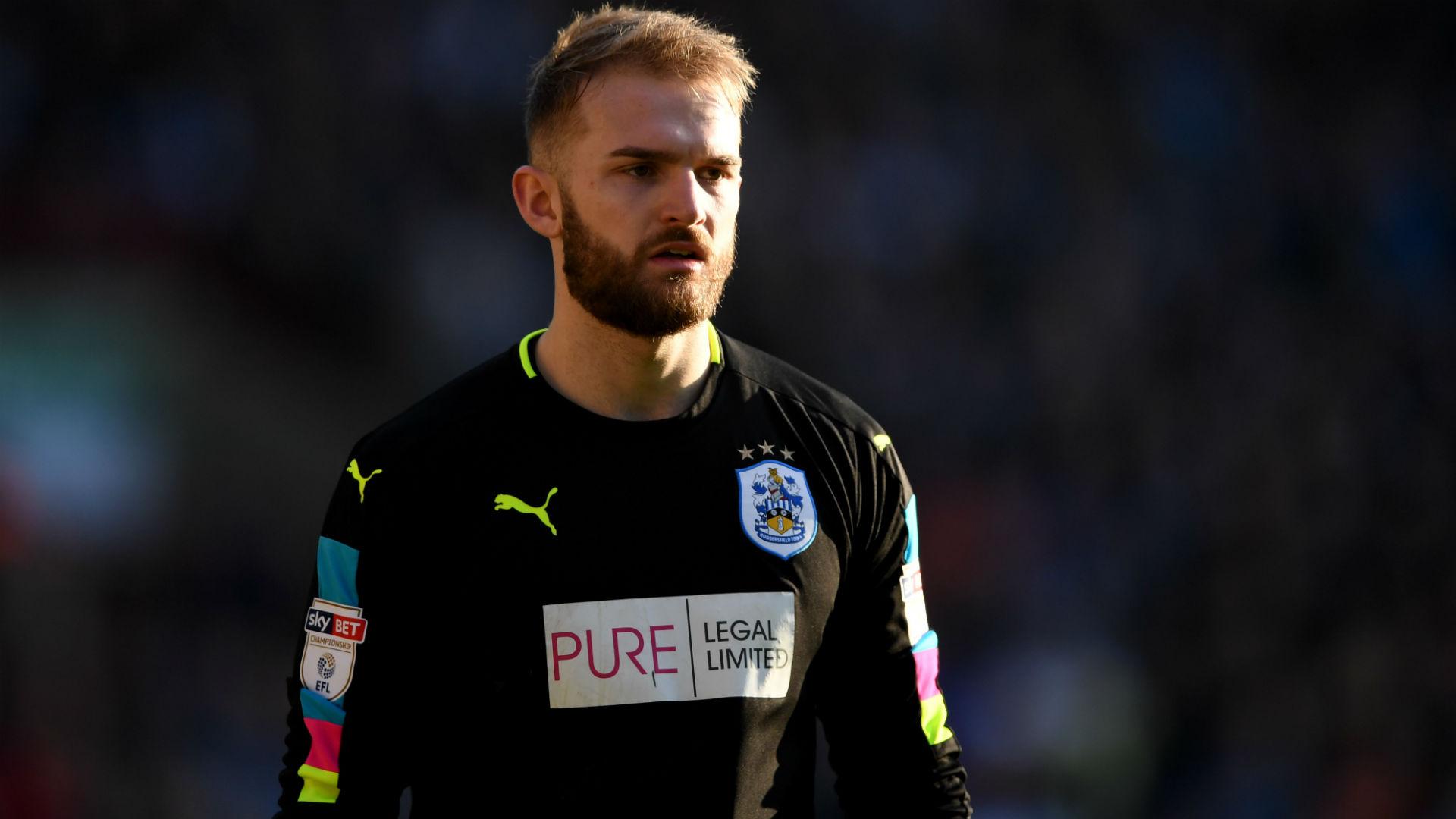 JOEL COLEMAN | Huddersfield Town | Không chỉ chỉ huy tốt hàng thủ, anh còn có những pha cứu thua xuất sắc trước Nolito và Sergio Aguero. Coleman đang cho thấy anh là tương lai của Huddersfield khi thủ môn Danny Ward sắp trở lại Liverpool.