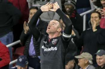 Rooney double helps D.C. United complete climb into playoffs