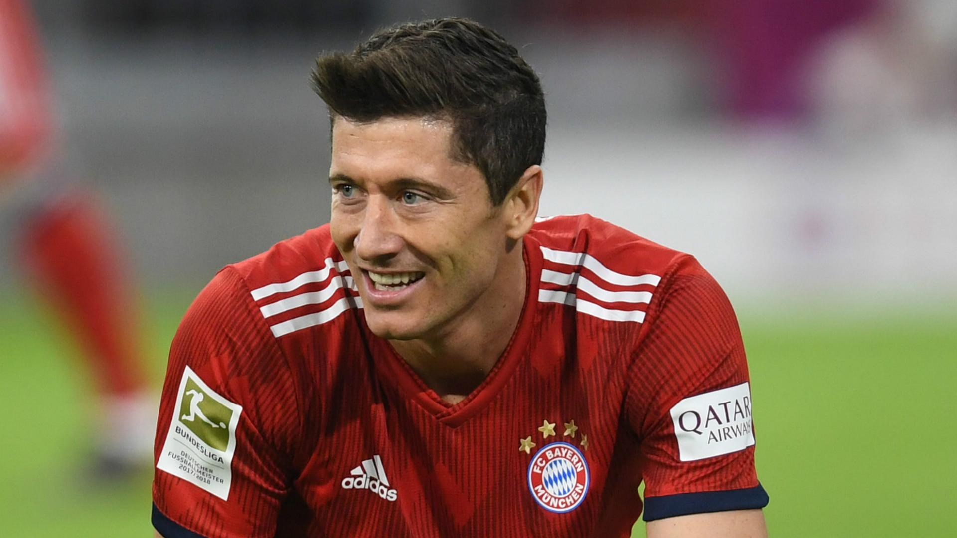 Man Utd legend tips striker signing amid Lewandowski & Dybala links