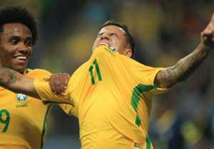 필리페 쿠티뉴 | 공격형 미드필더 | 여름 이적시장 바르셀로나의 메인 타깃이었다. 완강한 태도로 버텼던 리버풀은 결국 쿠티뉴를 지켜내는 데에 성공했다. 리버풀은 쿠티뉴의 몸값으로 2억 유로를 요구했다.