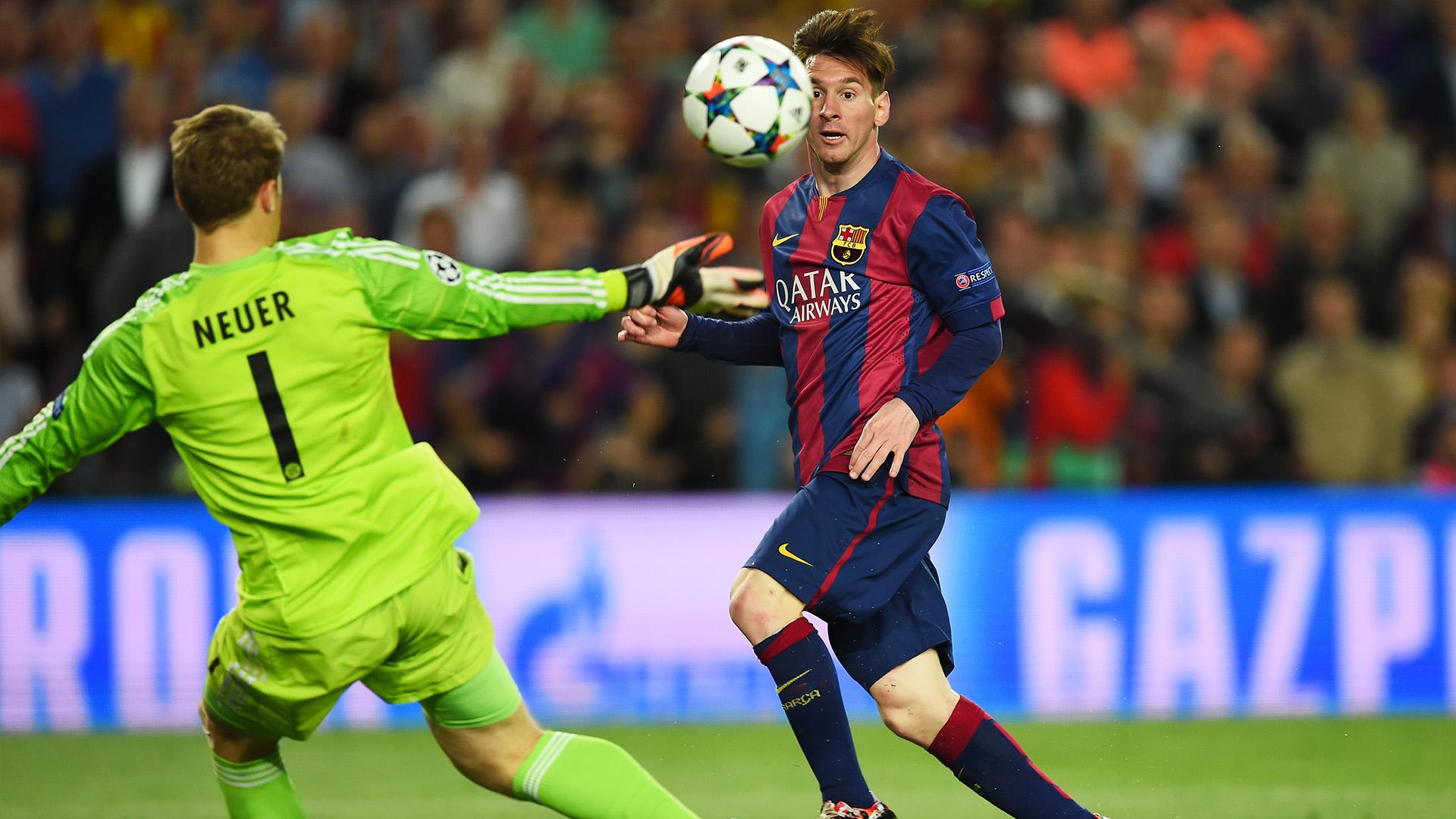 Messi chips Neuer