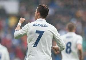 41) Real Madrid 2 x 1 Valencia | La Liga | 29/04/2017 | Apesar de parar em Diego Alves em uma cobrança de pênalti mais uma vez, Cristiano Ronaldo deixou a sua marca de cabeça, aos 26 da primeira etapa, na vitória merengue.