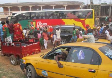 ► Camarões é recebido com festa