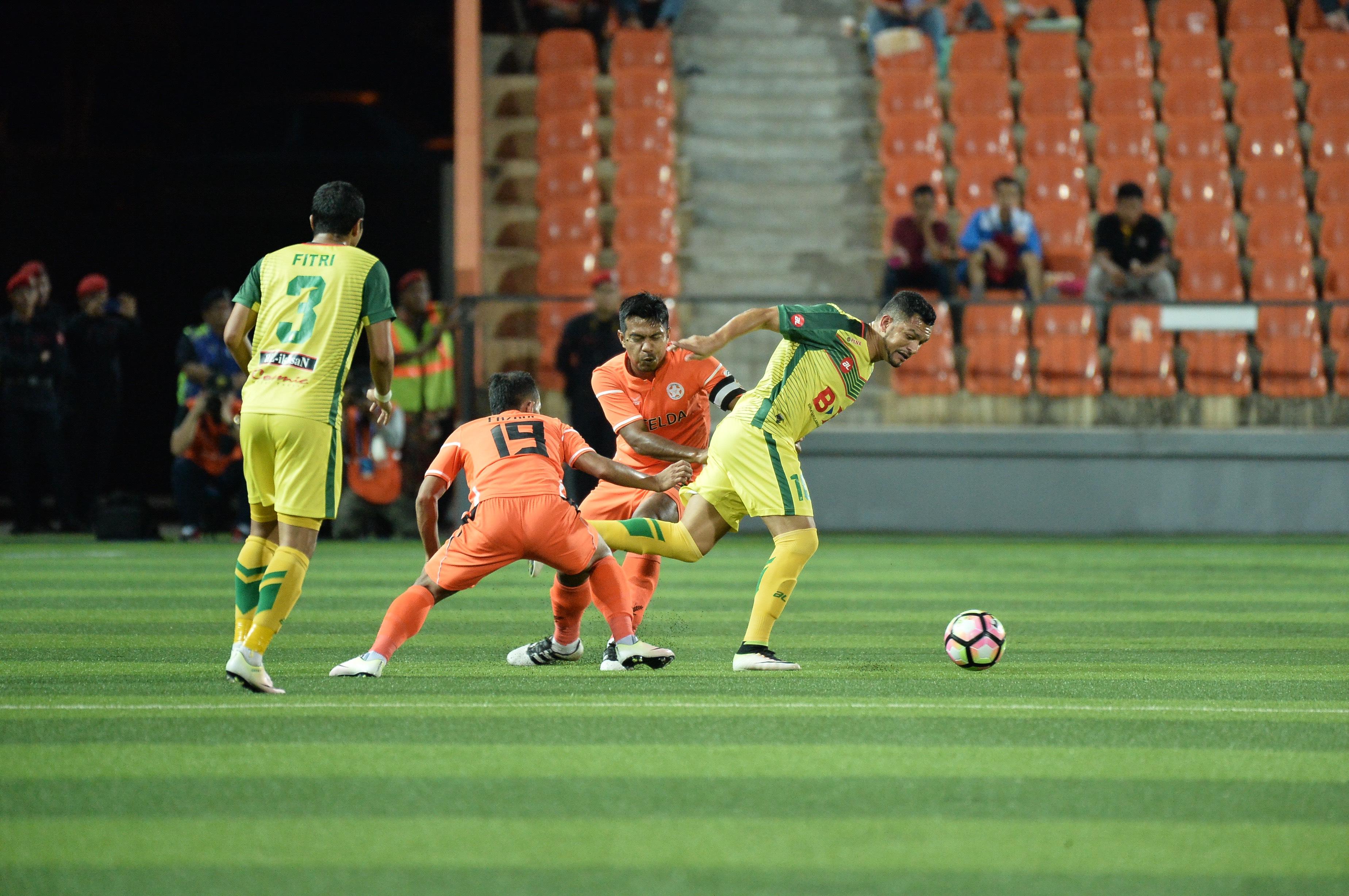 Shukor Adan Sandro da Silva Felda United Kedah Super League 4/2/17