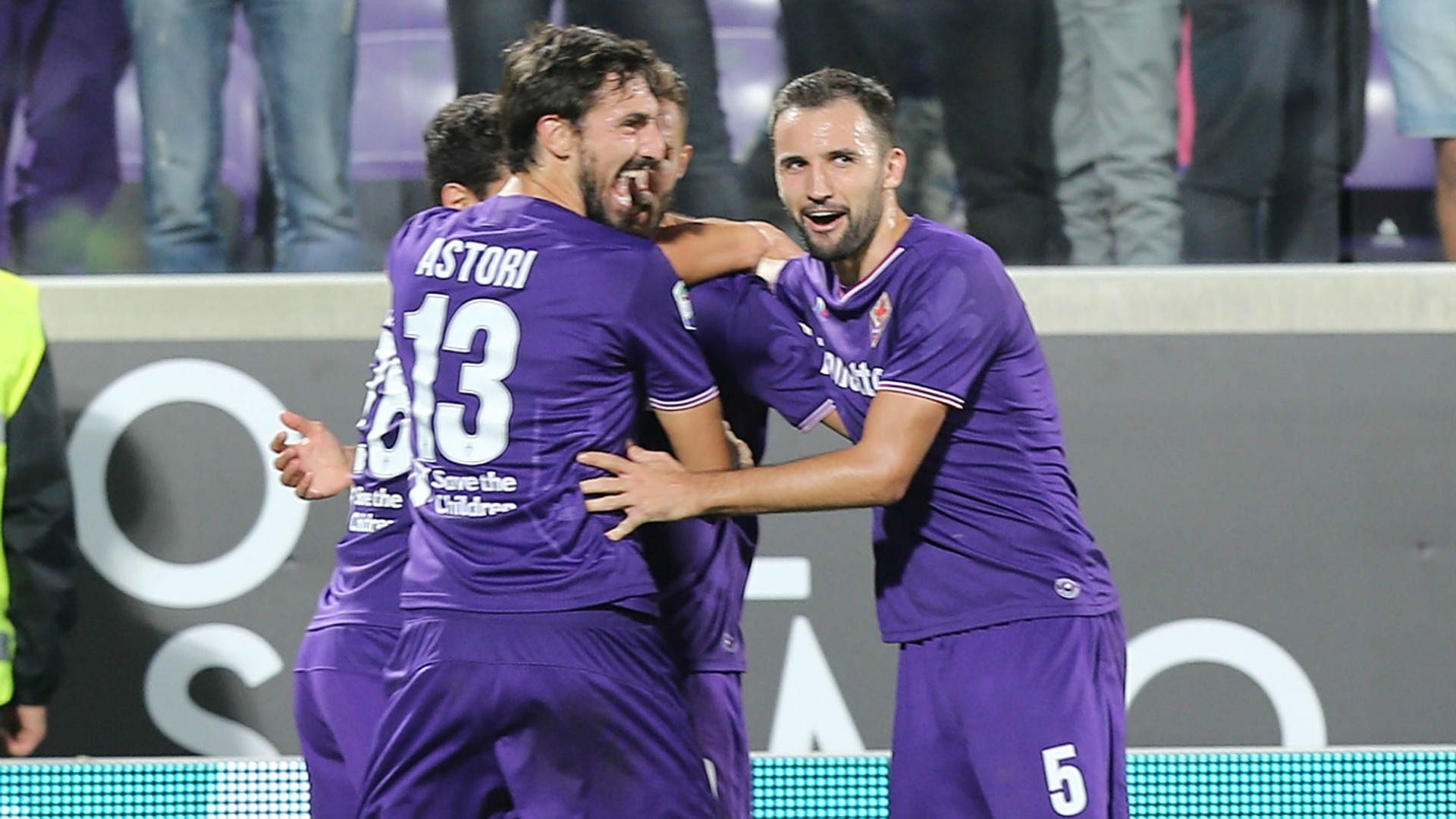 Fiorentina celebrating Bologna