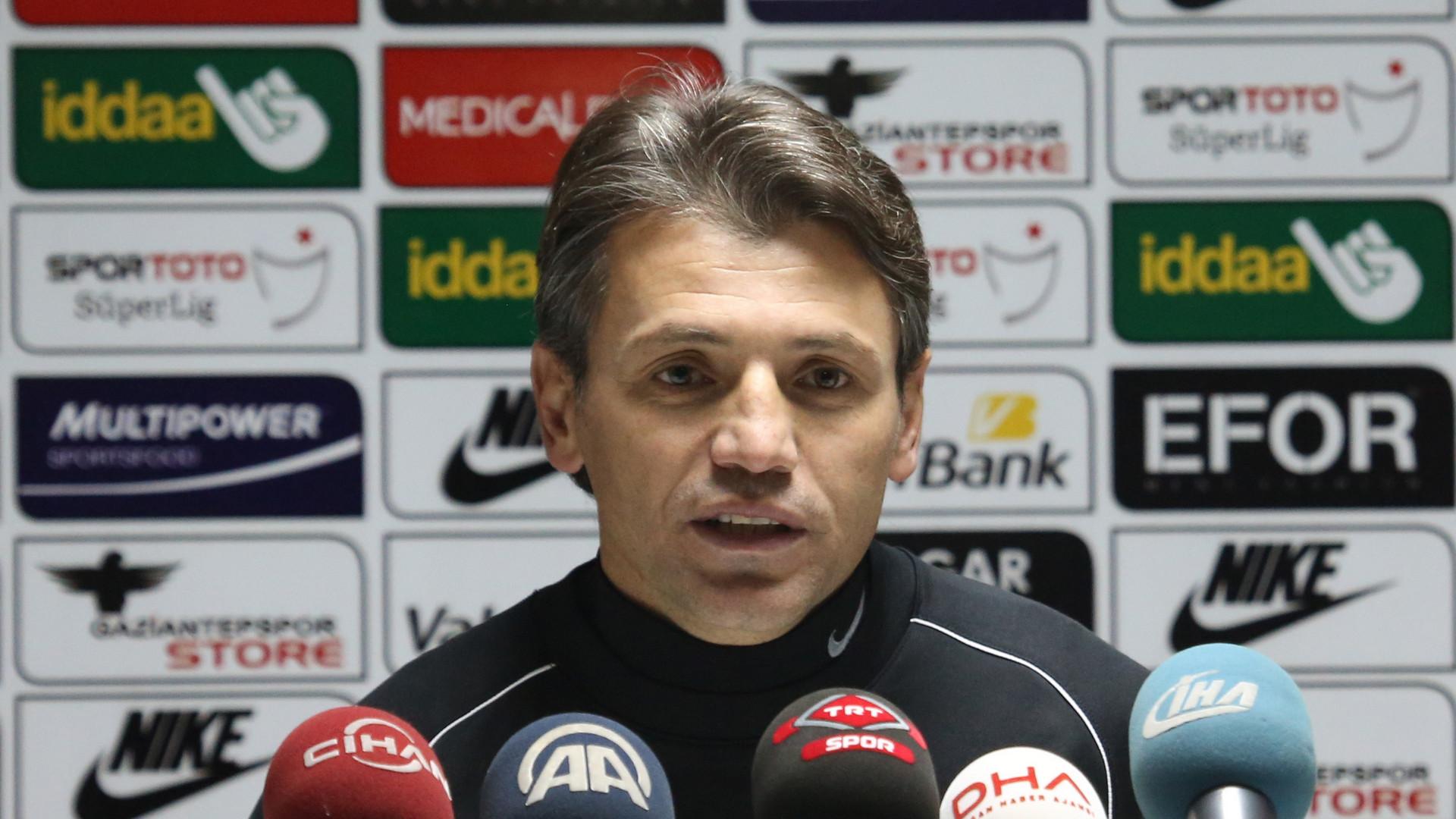 Göztepe'nin yeni teknik direktörü Tamer Tuna oldu