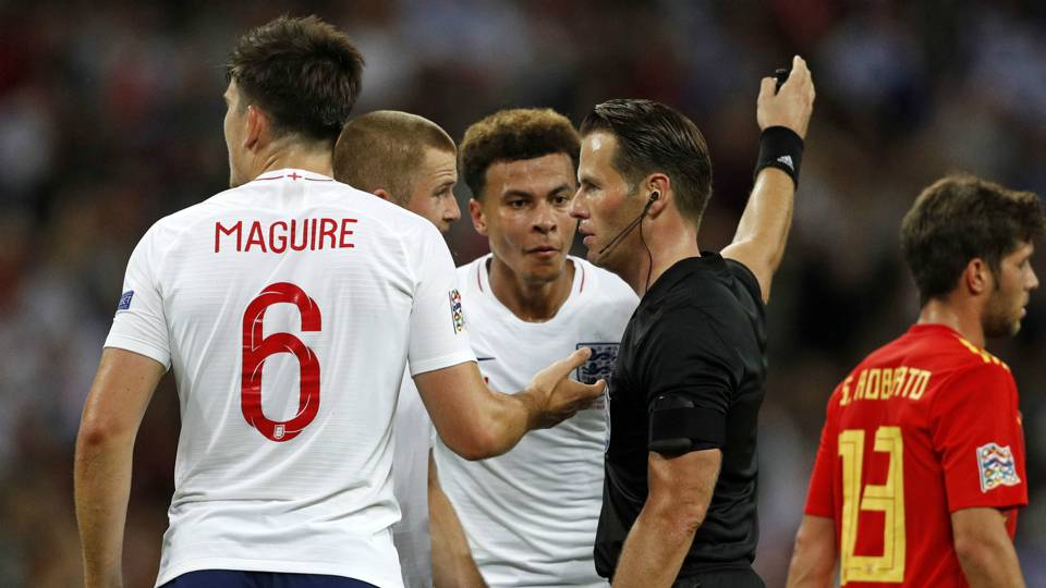 England Spain referee 2018-19