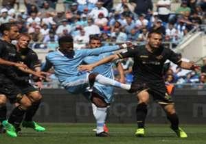 Senegal en Lazio-aanvaller Keita Baldé deed Stefan de Vrij en Wesley Hoedt zondag versteld staan met de snelste hattrick in de Serie A-historie.