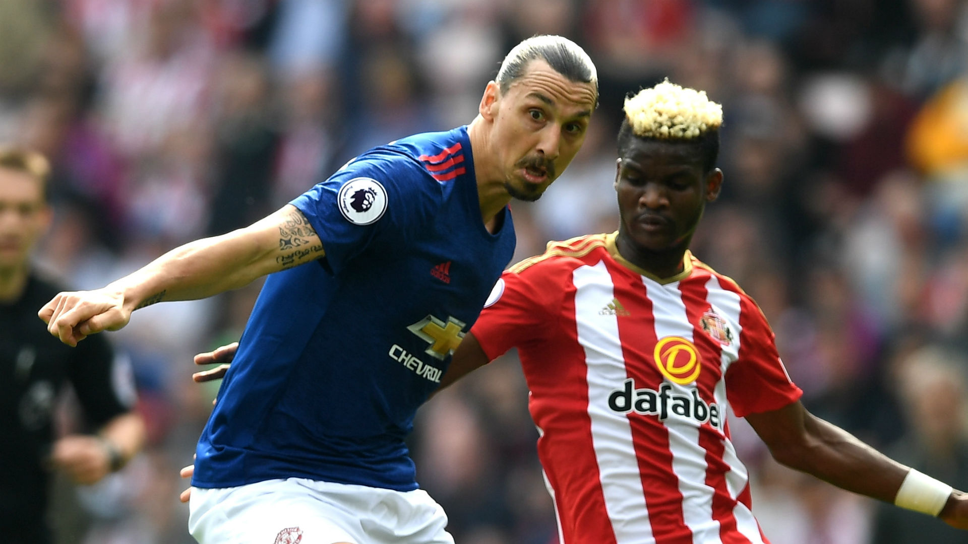 Ibra sparks United as Sunderland on brink