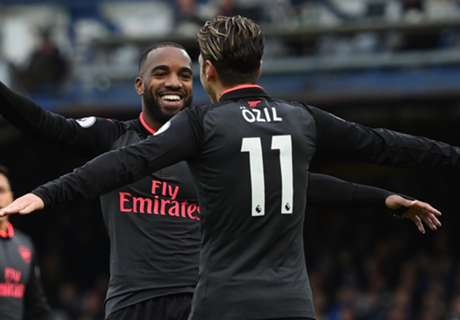 Ozil & Sanchez Bawa Arsenal Atasi Everton