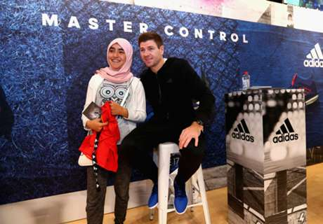 Gerrard greets fans in Dubai