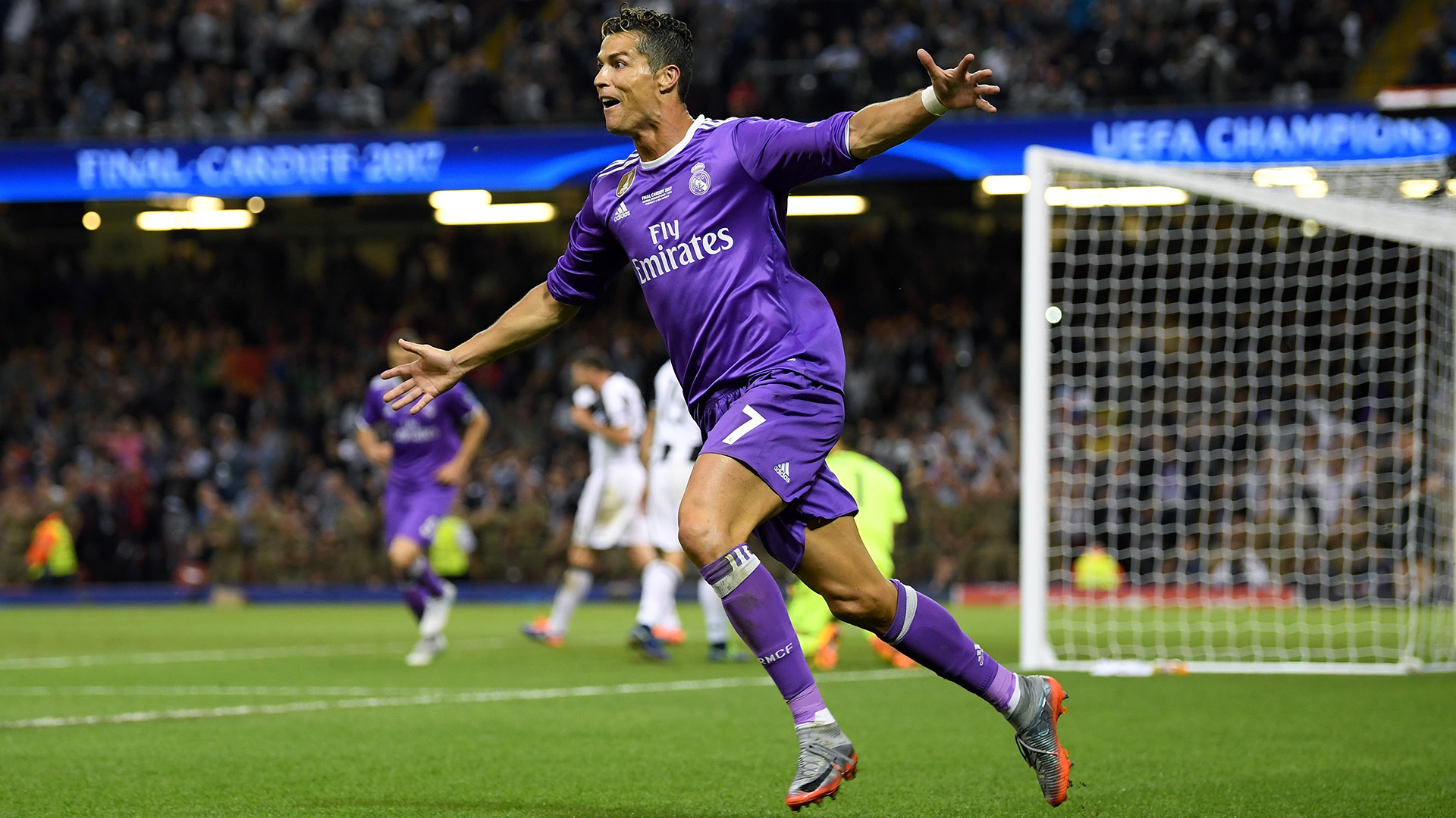 Real Madrid back Cristiano Ronaldo in tax fraud row