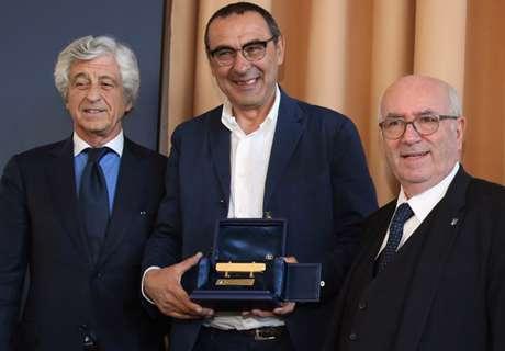 Sarri Pelatih Terbaik Serie A Italia 2015/16