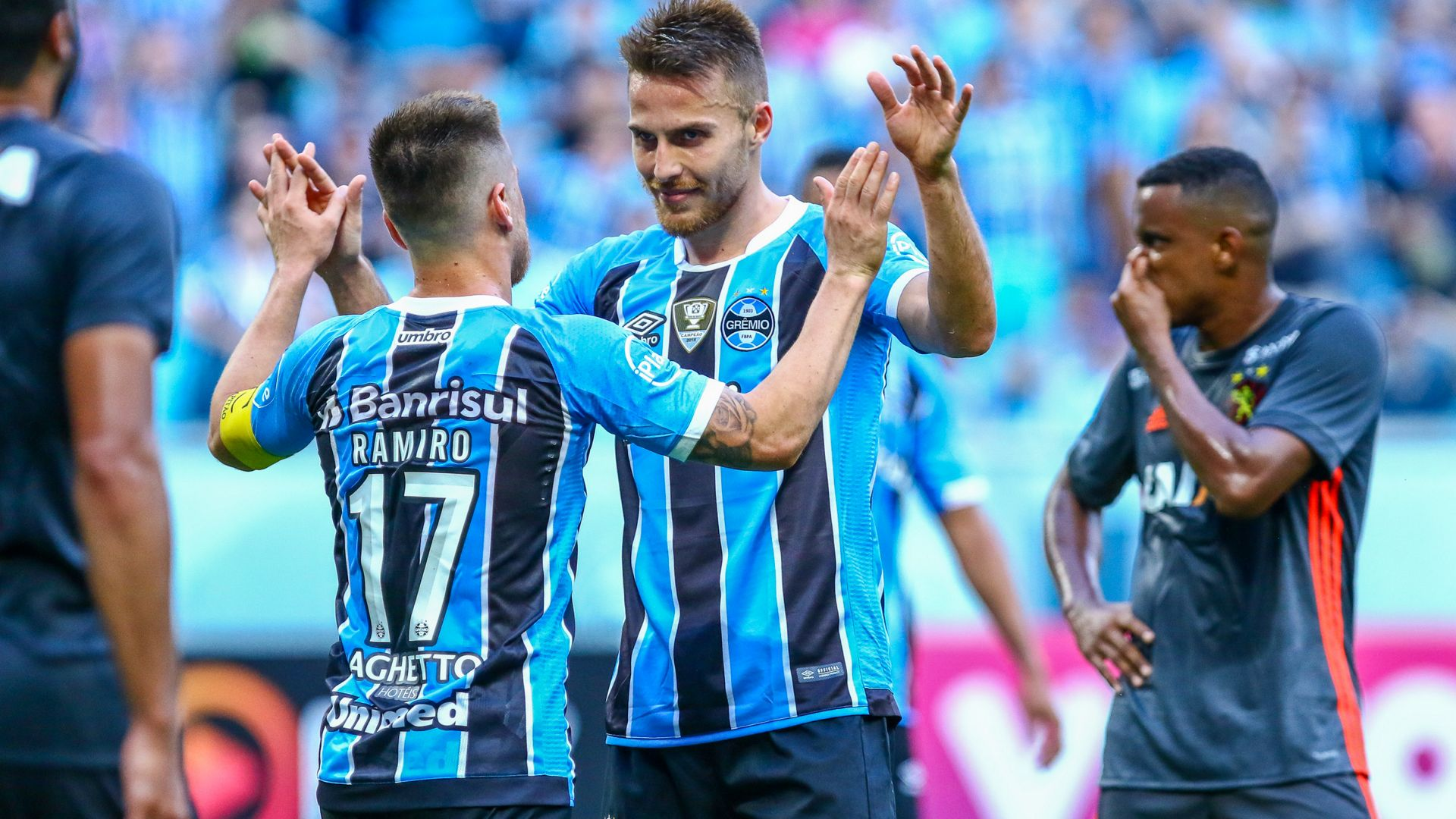 Brasileirão: Grêmio goleia Sport Recife e diminui distância para Corinthians