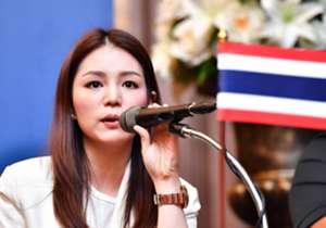 Kalau ada satu sosok yang memalingkan perhatian dari persaingan Indonesia dan Thailand memperebutkan tiket putaran final Piala Asia U-23, Minggu (23/7) malam, itu lah Watanya Wongopasi. Wanita 32 tahun ini adalah manajer timnas Thailand U-23 yang sejak...