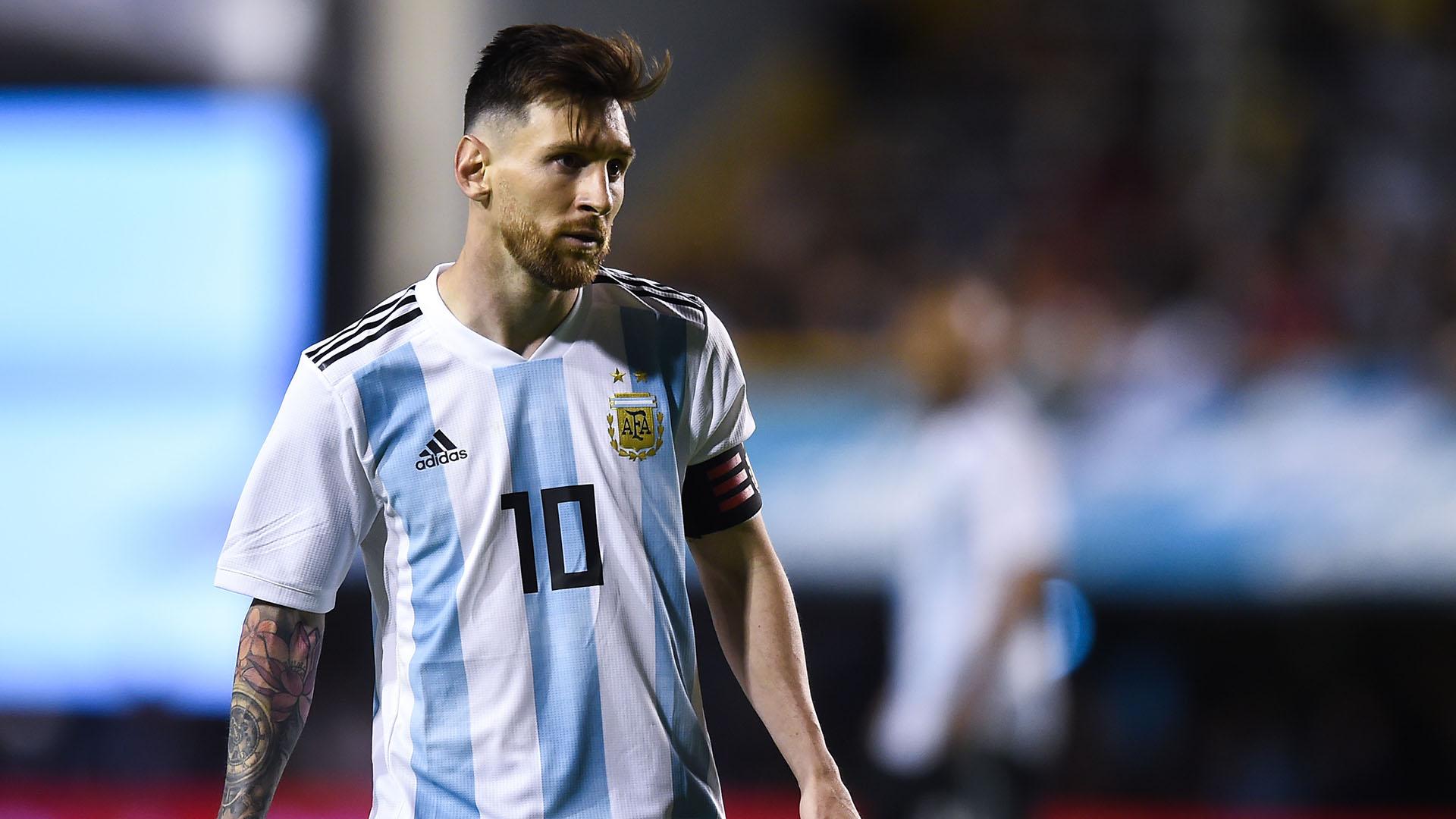Video: Messi's Argentina arrive in Russia
