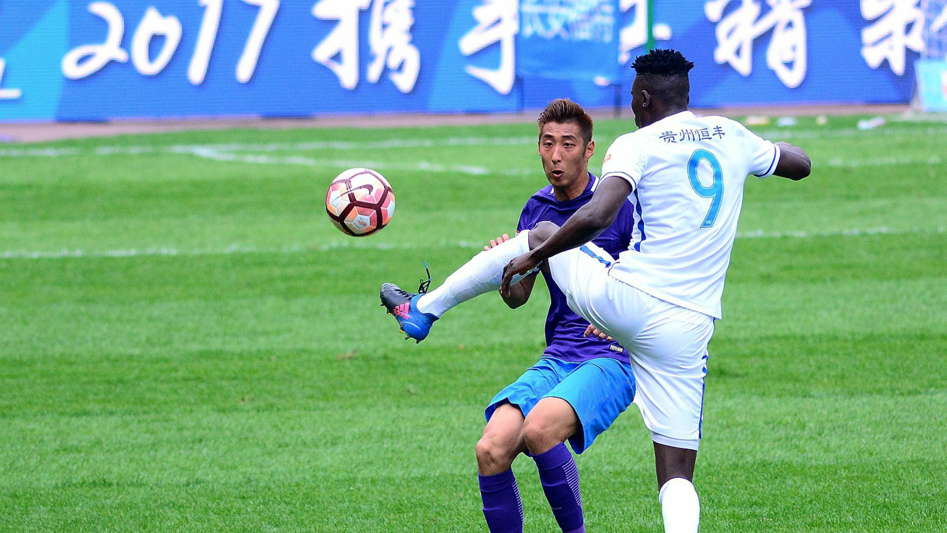 Michael Olunga in China