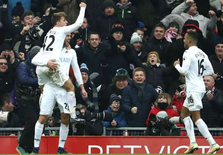 Sigurdsson strike sinks Liverpool