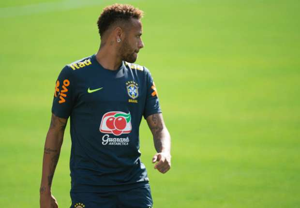 VIDEO: How did he do that? Neymar's amazing ball control!
