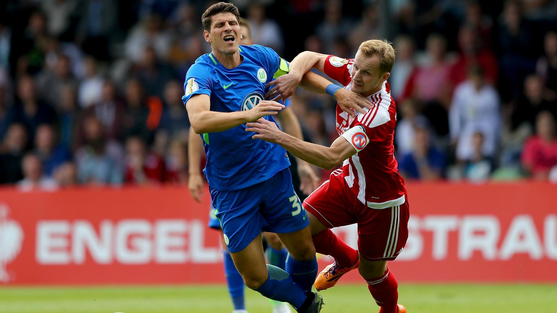 Mario Gomez Wolfsburg DFB Pokal 13082017