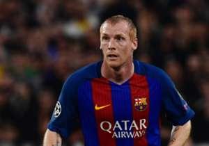 """MATHIEU   Mathieu hem yaşlı, hem de Barça seviyesine uygun bir isim değil. Kulübede varlığı işe yarayabilir fakat kesinlikle ilk 11 oyuncusu değil. Gönderilmesi gerekir.<p><span style=""""color:#FF0000;""""><strong>GİTMELİ</strong></span></p>"""