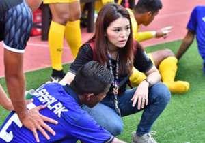 ไม่มีรอยยิ้มของ 'มาดามเดียร์' หลังทีมชาติไทย U23 ทำได้เพียงเสมอกับอินโดนีเซียแบบไม่สวยงาม โกลมีบรรยากาศจากสนาม ชาห์ อลัม มาให้ชม