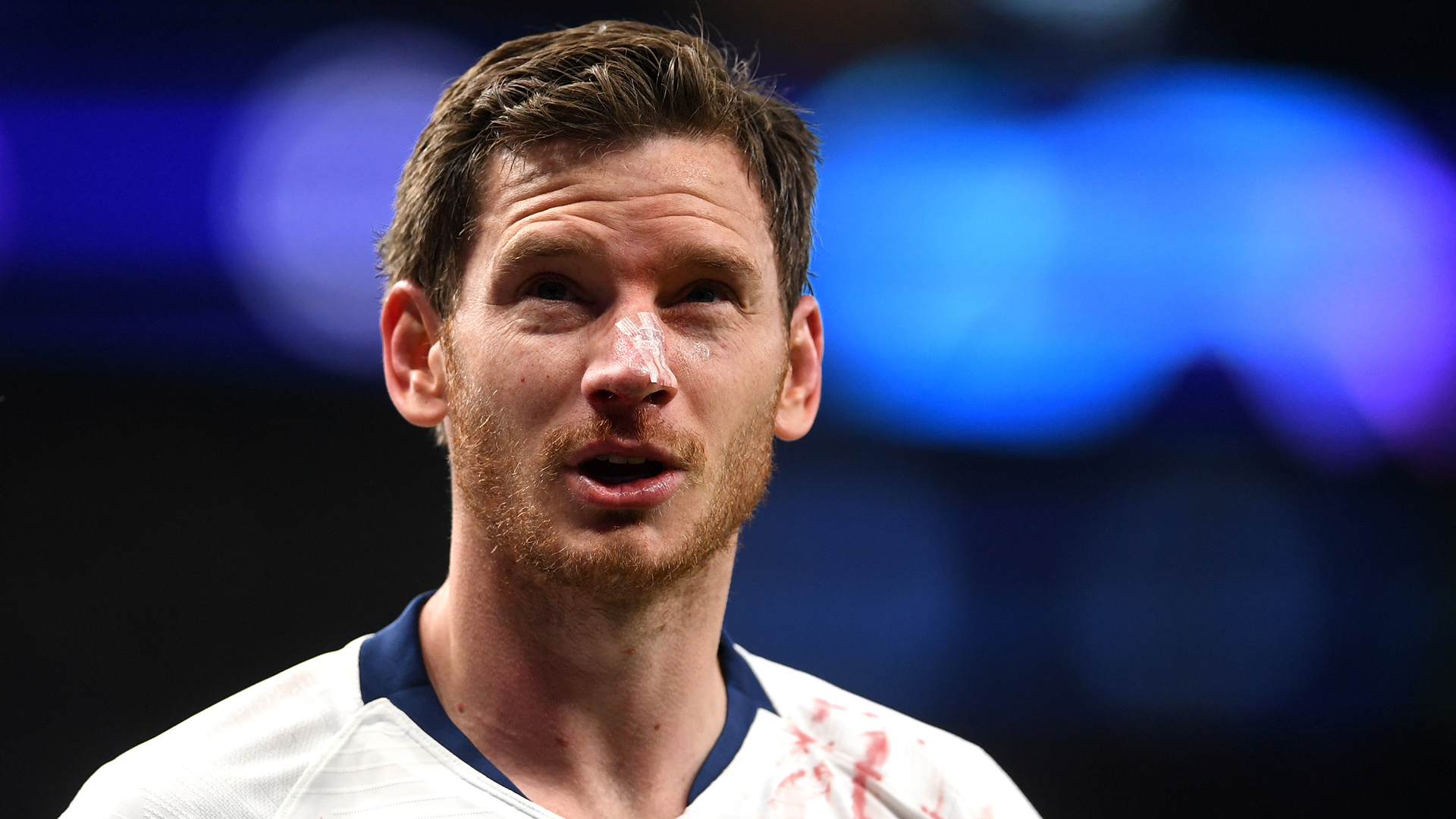 Vertonghen commits to Tottenham, but not a new contract