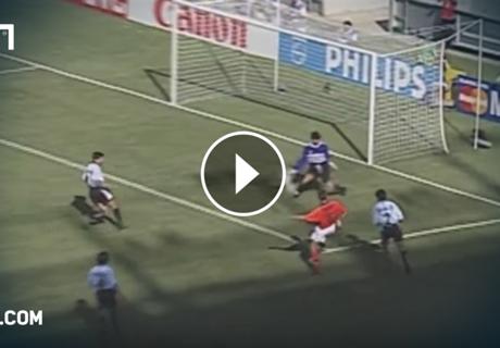VIDEO: Bergkamps legendäres WM-Tor