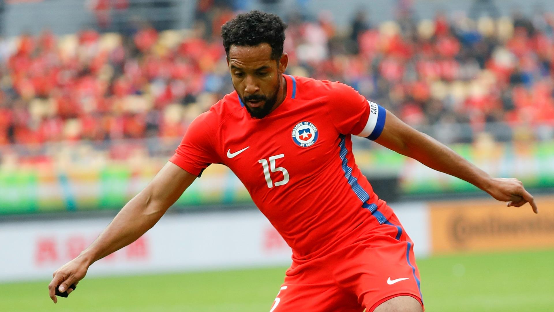 Beausejour lamentó la ausencia de Valdivia en la Selección chilena