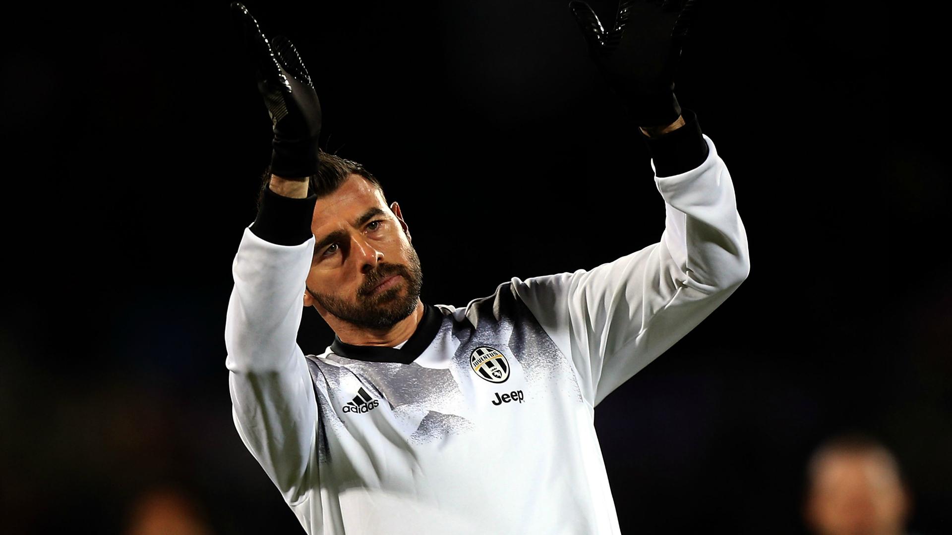 Juventus, Cuadrado svela la nuova maglia. Poi cancella il tweet