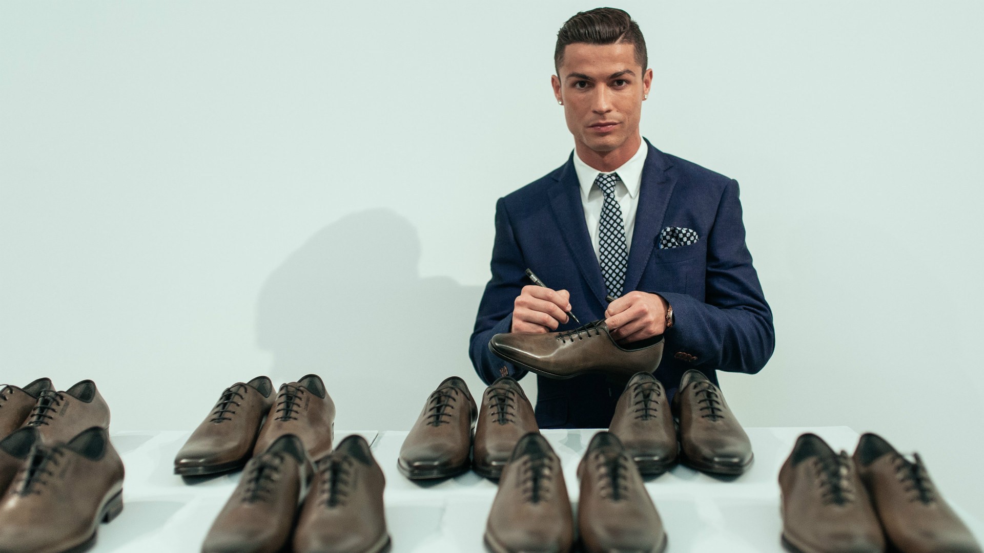 nike shoes neymar and ronaldo cristiano salary wizard salary 922