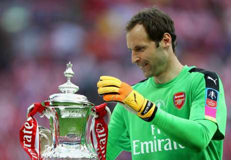 Cech wins Golden Ball award