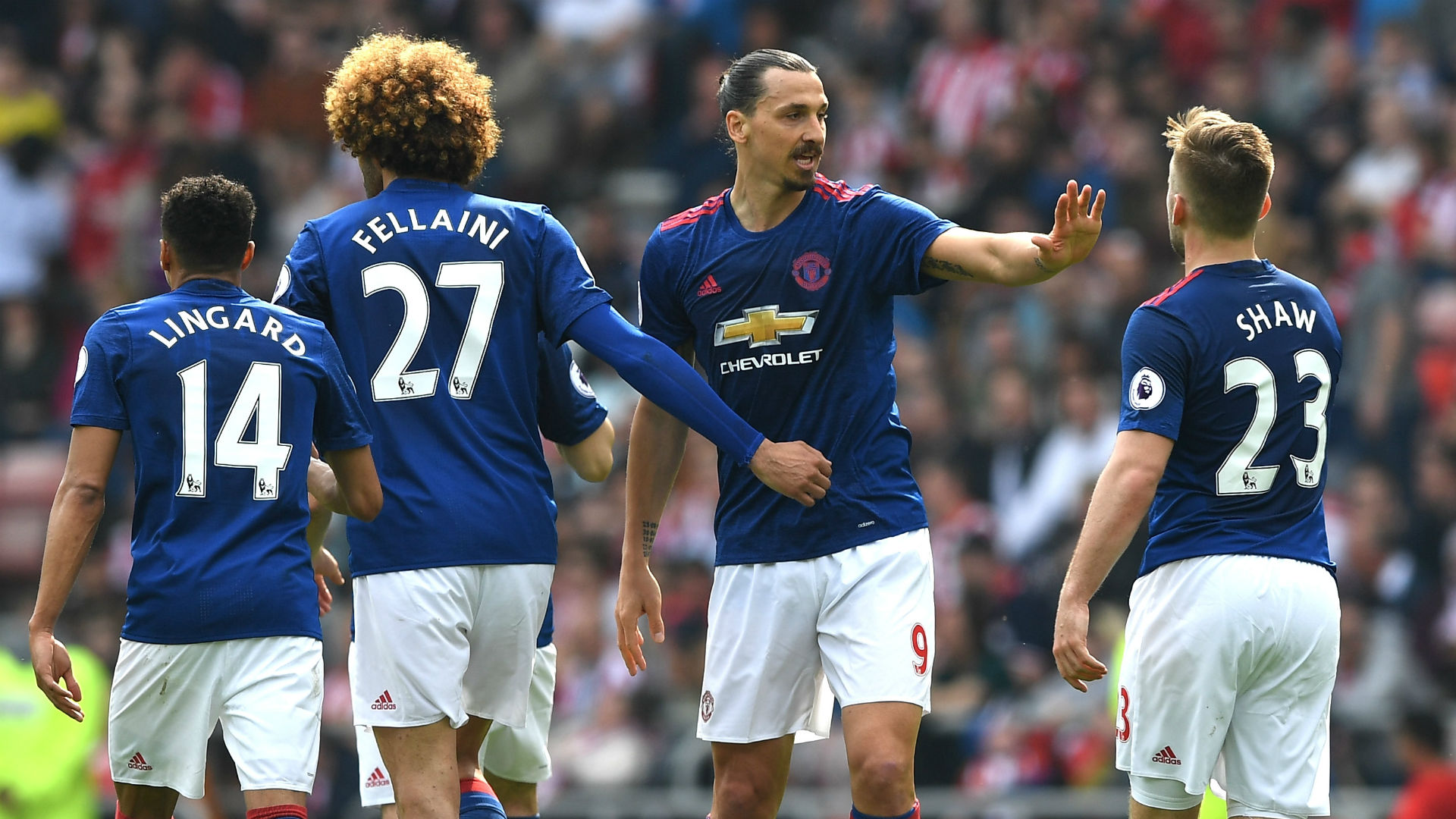 Ibrahimovic helps Man United past 10-man Sunderland