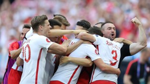 Poland celebrate vs Northern Ireland