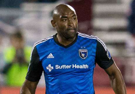Earthquakes re-sign Thompson, Wynne