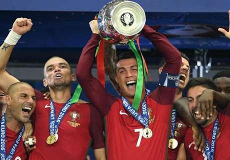 Cristiano Ronaldo Raih Penghargaan Pemain Terbaik Portugal