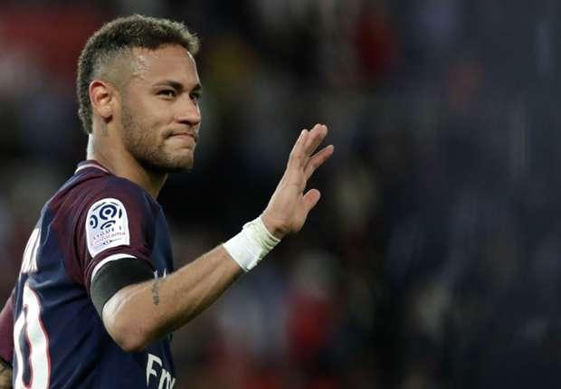"""""""Ele não está mais com o melhor"""", questiona Wenger, sobre a mudança de Neymar para o PSG"""