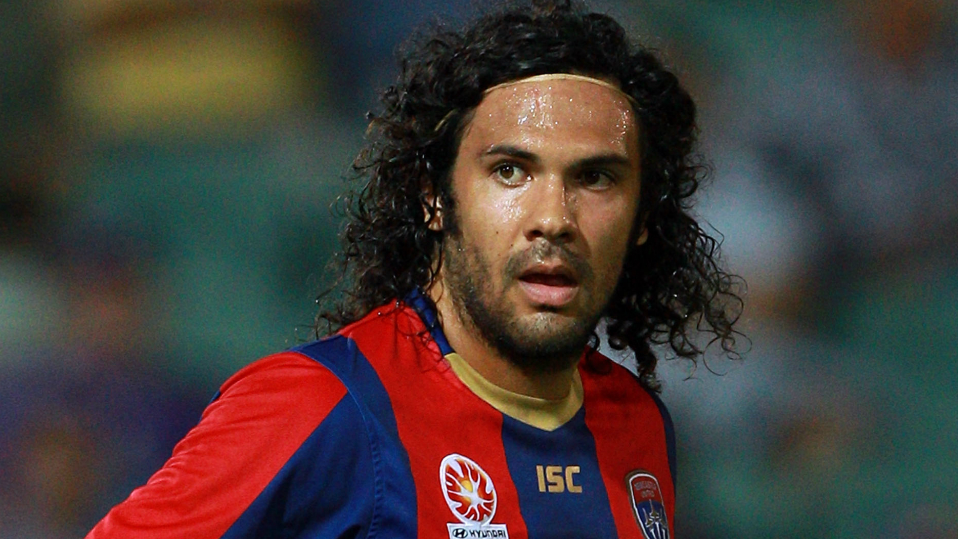Former Western Sydney Wanderers captain Nikolai Topor-Stanley signs with Newcastle Jets