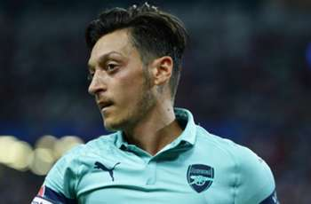 'You don't ask Messi to defend' - Arsenal must accept Ozil's flaws or sell him, says Kanu