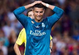 El castigo de 5 partidos para Cristiano Ronaldo por empujar a un árbitro parece que le salió muy barato en comparación con otros casos similares en el mundo.