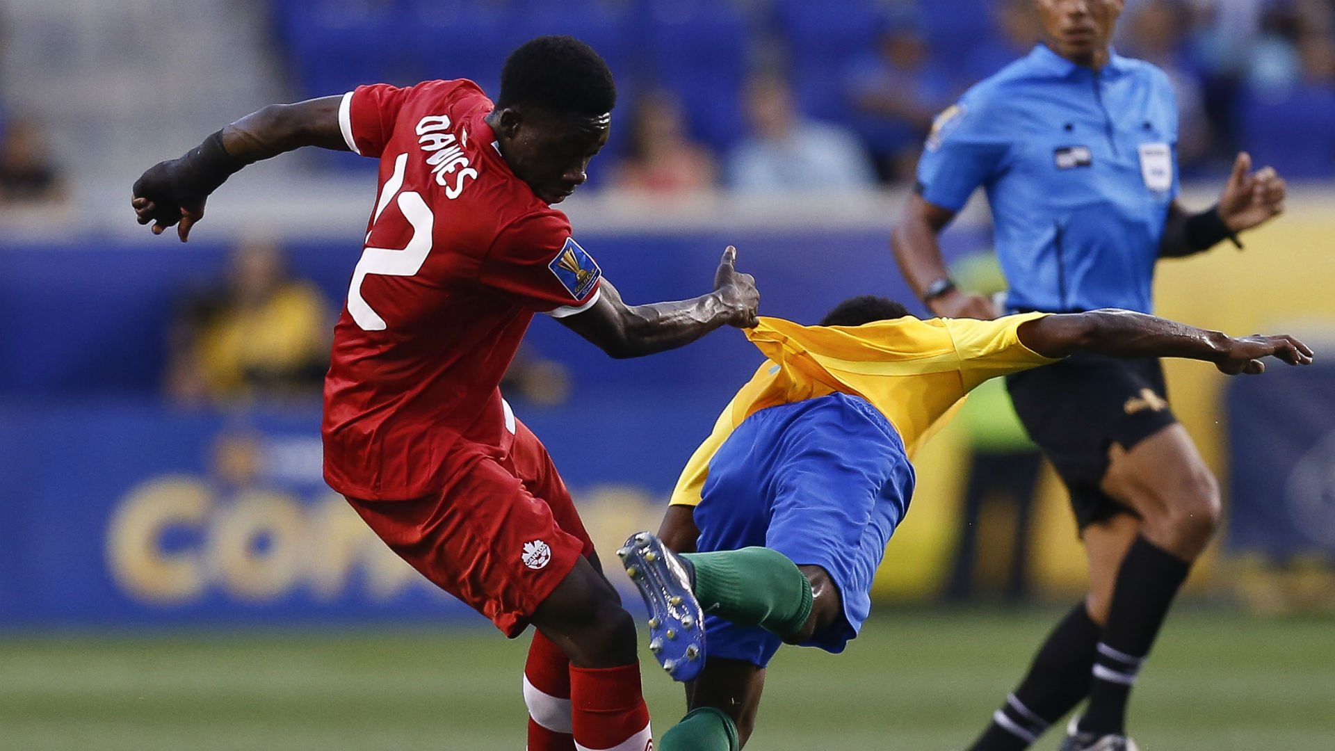 Alphonso-davies-loic-baal-canada-french-guiana-gold-cup_1xbb0noxm6cnh1r45vc8o1hmyt