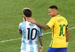 Com Messi, mas sem Neymar. Diário espanhol Às divulgou lista com 10 jogadores para ficar de olho na rodada das Eliminatórias com apenas um brasileiro - e não é Neymar. Veja!