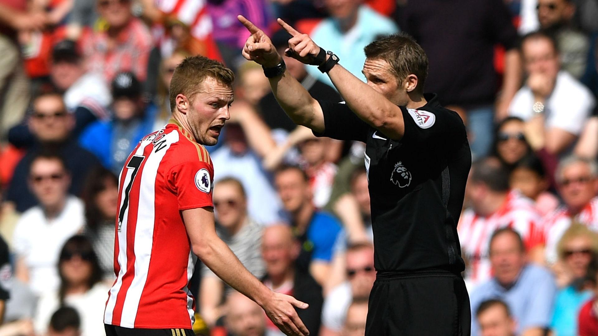 Sebastian Larsson Sunderland sent off v Man United
