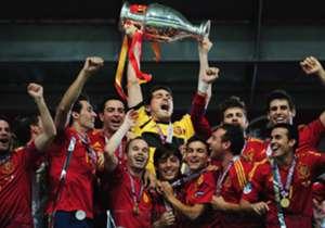 Spanien konnte sich vor vier Jahren ungeschlagen den Pokal holen. Eine erneute Titelverteidigung und der dritte Triumph in Folge wäre Rekord. Doch wie stehen die Chancen der Furia Roja? Goal präsentiert das Powerranking aller Achtelfinalisten ...