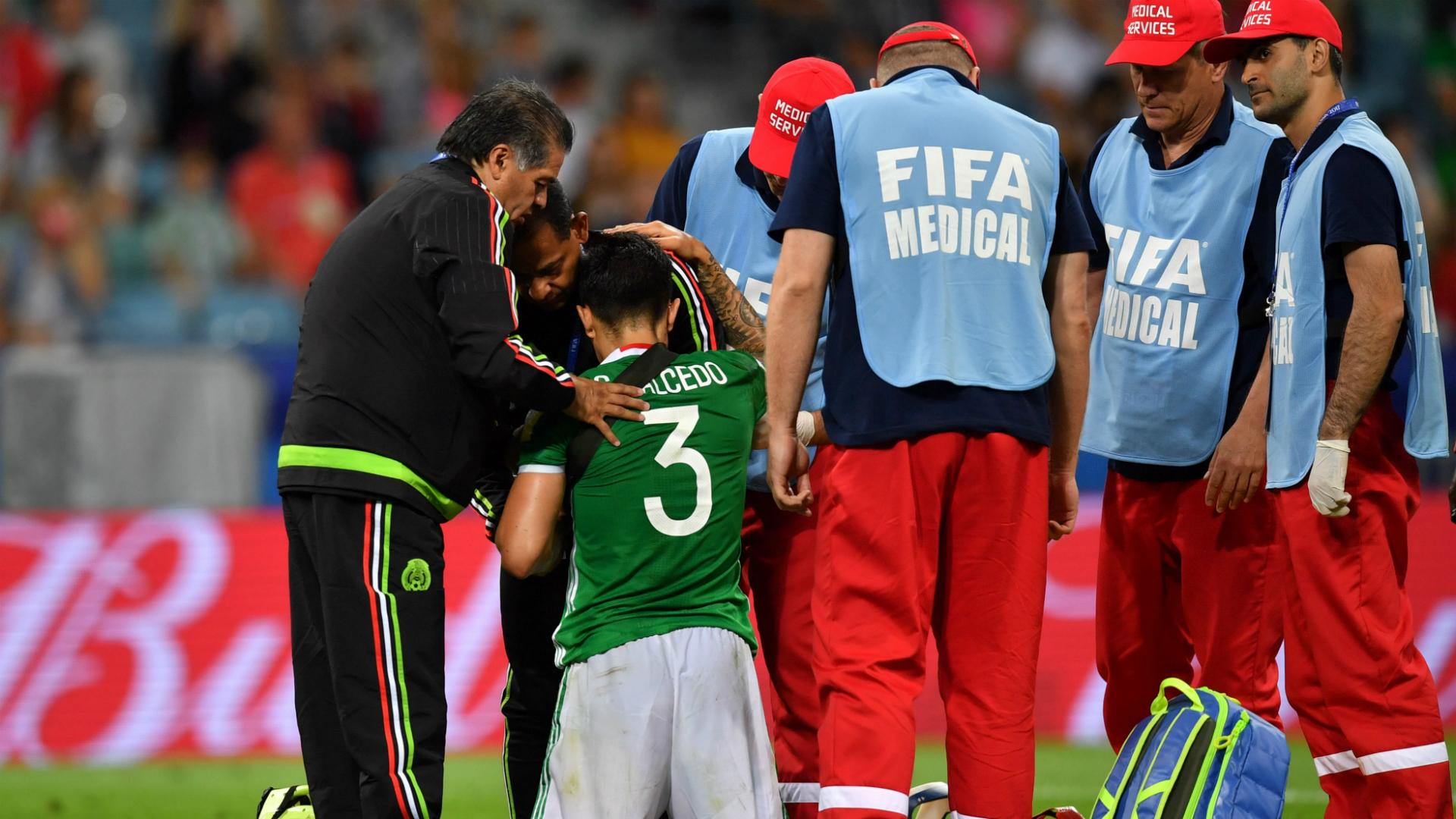 Carlos Salcedo es baja de la Selección Azteca
