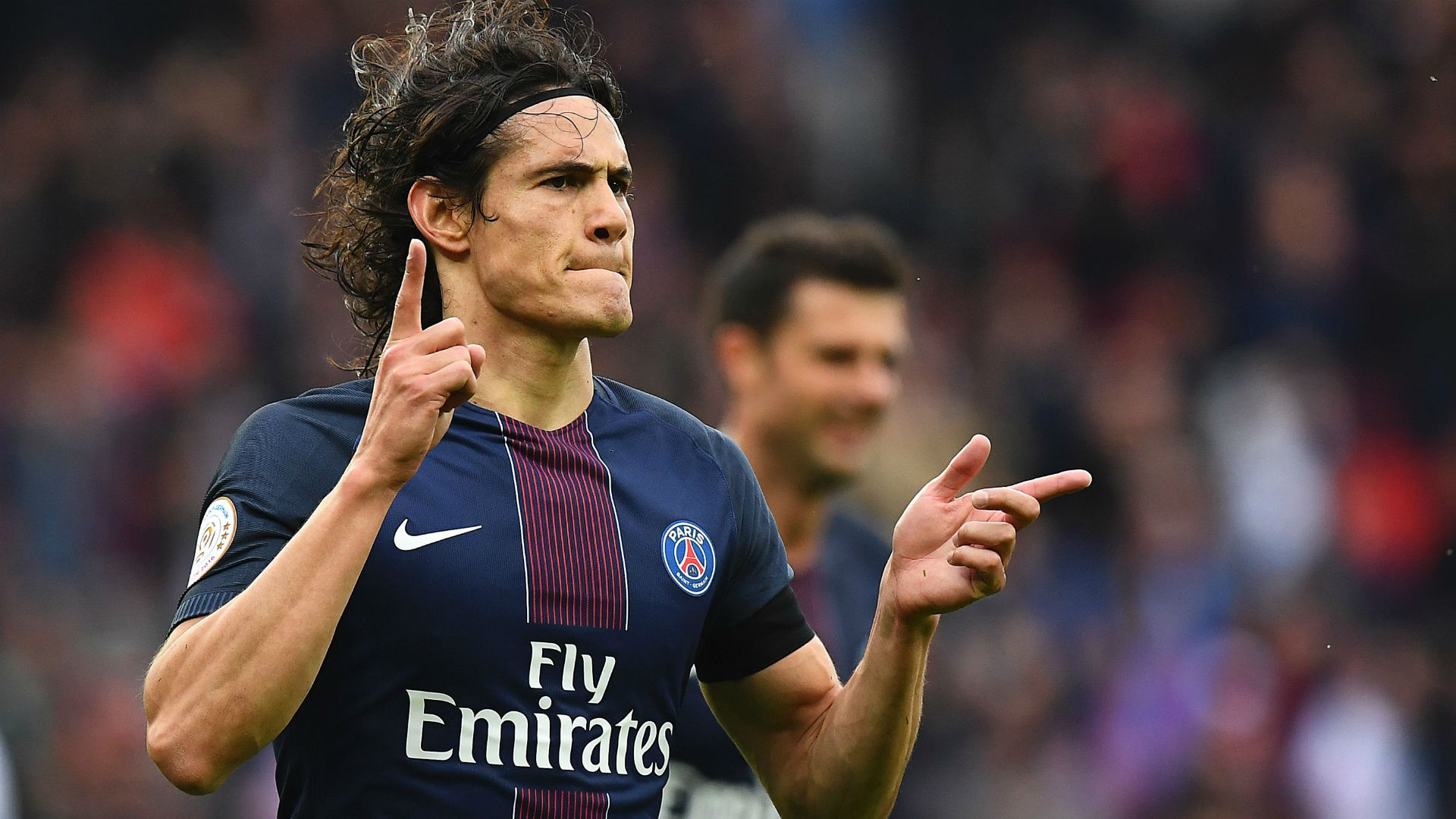 Edinson Cavani extends contract with Paris St Germain until 2020